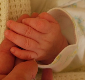 How to Stop Eczema Babies Scratching: Keeping finger nails short